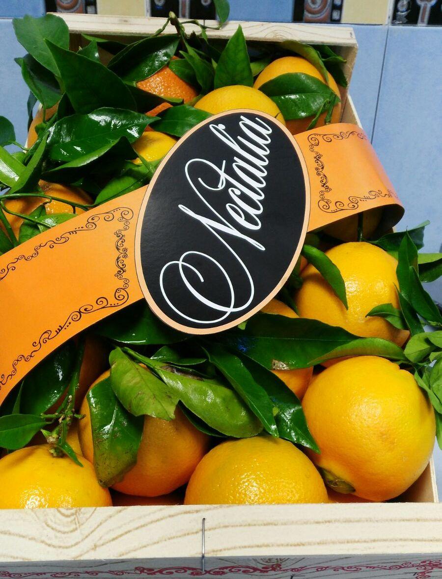 naranjas-hojas-1